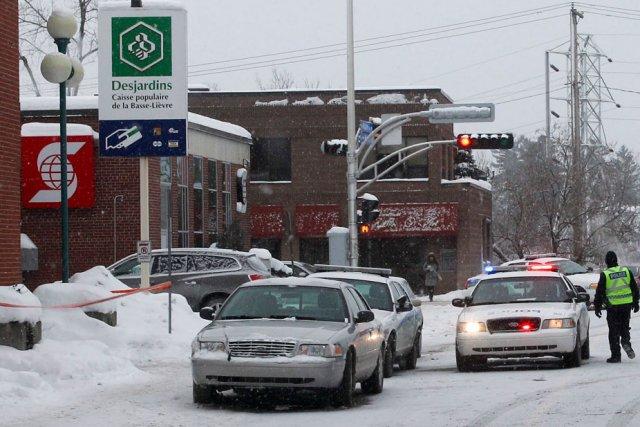 Un important déploiement policier a suivi le vol... (Patrick Woodbury, LeDroit)