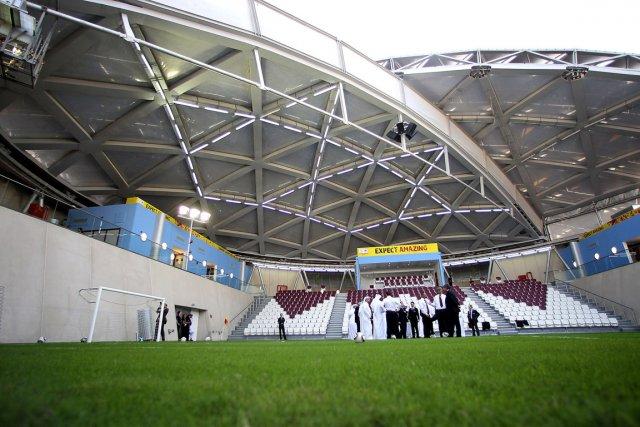 Coupe du monde 2022 au qatar t ou hiver stanislas touchot et didier lauras soccer - Stade coupe du monde 2022 ...