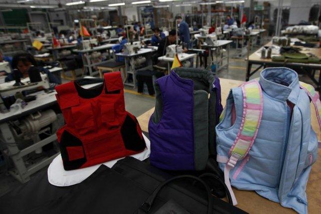 Les produits incluent des vestes pare-balles pour enfants,... (Photo John Vizcaino, Reuters)
