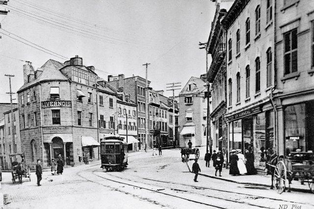 Le tramway «50» montant vers la côte de... (Photo tirée du livre Les tramways de Québec, de Jacques Phar)