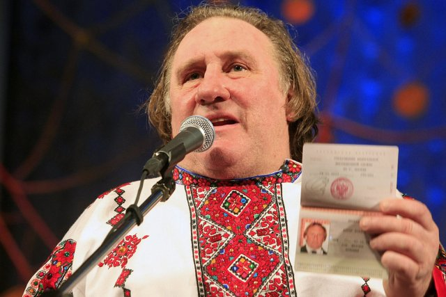 Accueilli en héros à Saransk, Gérard Depardieu y... (Photo: Reuters)