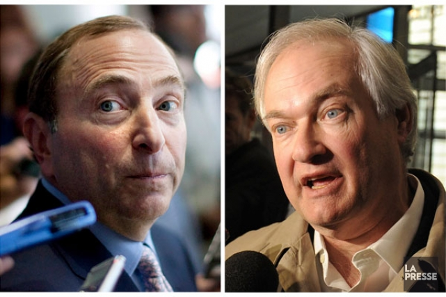 Le commissaire de la LNH, Gary Bettman, et... (Associated Press)