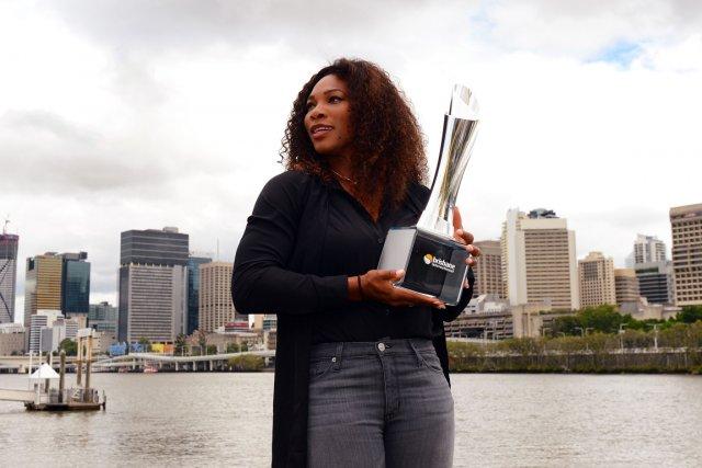 Serena Williams a posé pour les photographes avec... (Photo: AFP)