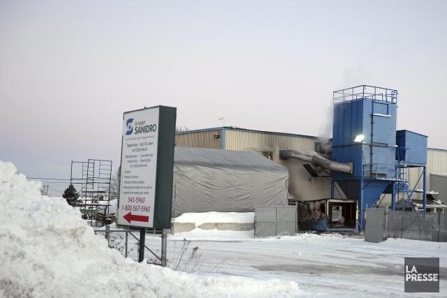 Une explosion survenue dans un réservoir de compresseur vers 5 h 55 ce matin a... (Photo Jeannot Lévesque)