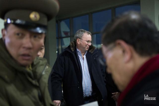 Eric Schmidt à son arrivée à l'aéroport dePyongyang,... (Photo: AP)