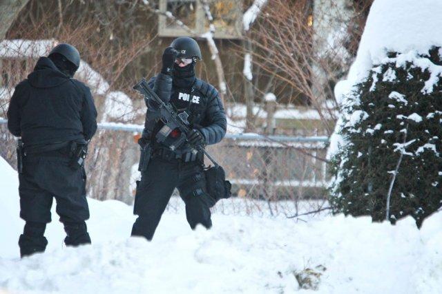 Un homme barricadé a tenu les policiers d'Ottawa en haleine pendant plusieurs... (Patrick Woodbury, LeDroit)