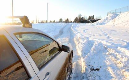 Des voitures se sont enlisées dans la neige pendant tout le week-end alors... (Imacom, Frédéric Côté)