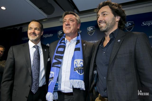 Le propriétaire Joey Saputo (à gauche), l'entraîneur-chef Marco... (Photo Hugo-Sébastien Aubert, La Presse)