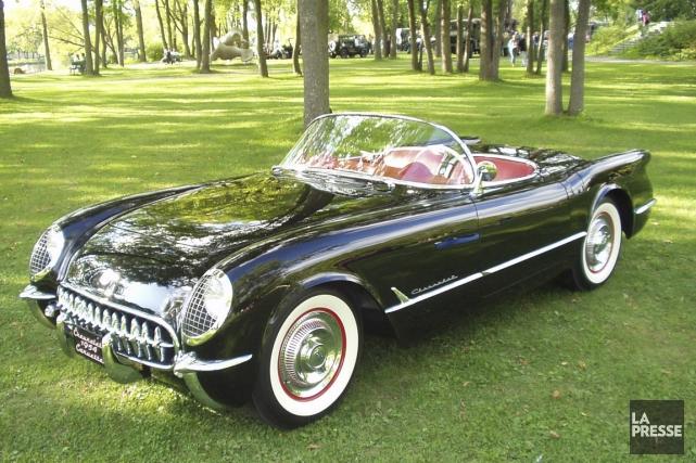 Une des quatre Corvette 1954 sorties de l'usine... (Photo fournie par Daniel Berthiaume)