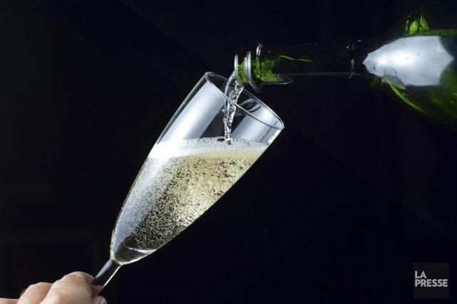 L'utilisation du terme «Champagne» est exclusivement réservée aux... (PHOTO MIGUEL MEDINA, AFP)