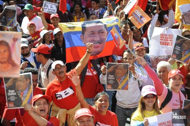 Plusieurs centaines de partisans d'Hugo Chavez ont commencé... (PHOTO LEO RAMIREZ)