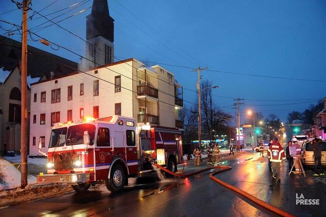 Un début d'incendie dans une chambre du 21 Price ouest à Chicoutimi a forcé... ((Photo Rocket Lavoie))