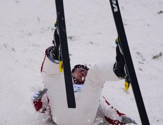 Le Gatinois Olivier Rochon a chuté à l'atterrissage,... (La Presse Canadienne)