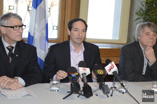 Pierre Mazurette, président de Diffusion Saguenay, Stéphane Bédrd,... (Photo Jeannot Lévesque)