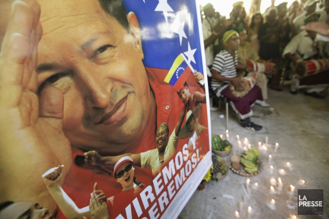 Des adeptes du culte religieux afro-cubain Santería prient... (PHOTO ENRIQUE DE LA OSA, REUTERS)