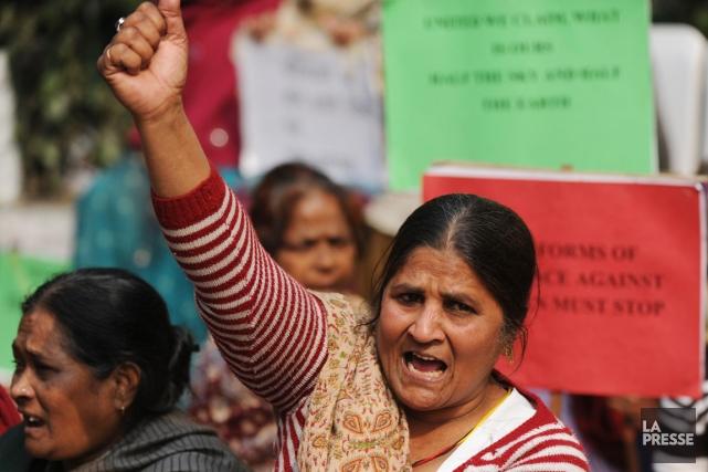Des milliers d'Indiens ont manifesté aujourd'hui dans plusieurs... (PHOTO SAJJAD HUSSAIN, AFP)