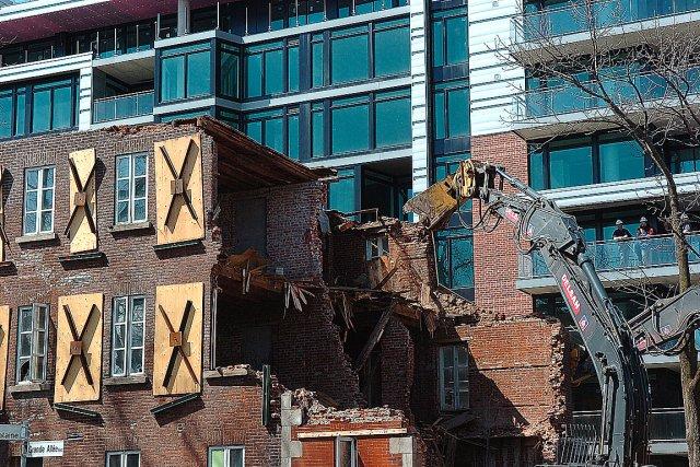 Ces années-ci, la destruction du patrimoine va bon... (Photothèque Le Soleil, Jean-Marie Villeneuve)