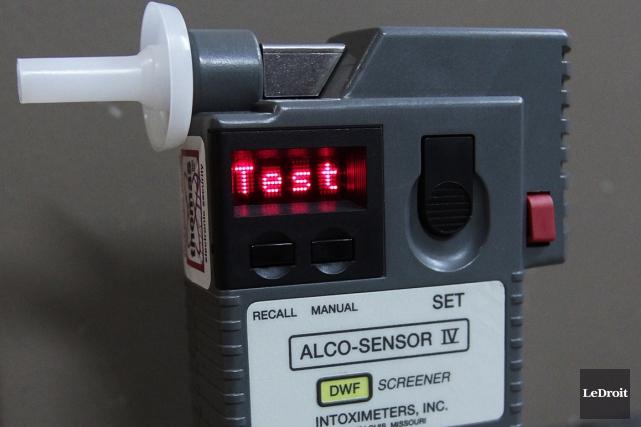 Un alcoomètre... (Photo Étienne Ranger, Le Droit)