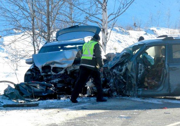 Trois véhicules ont été impliqués dans une violente... (Photo: Marc-André Fréchette, Infos911.com)