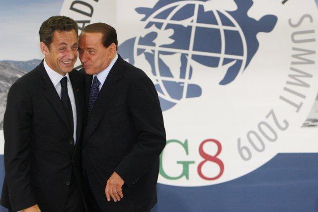 Le président français Nicolas Sarkozy (à gauche) et... (PHOTO JIM YOUNG, ARCHIVES REUTERS)