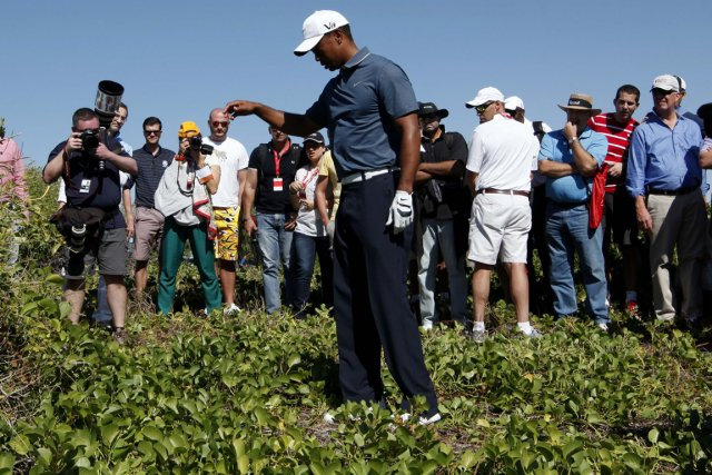 Tiger Woods a reçu une pénalité de deux... (Photo: Reuters)