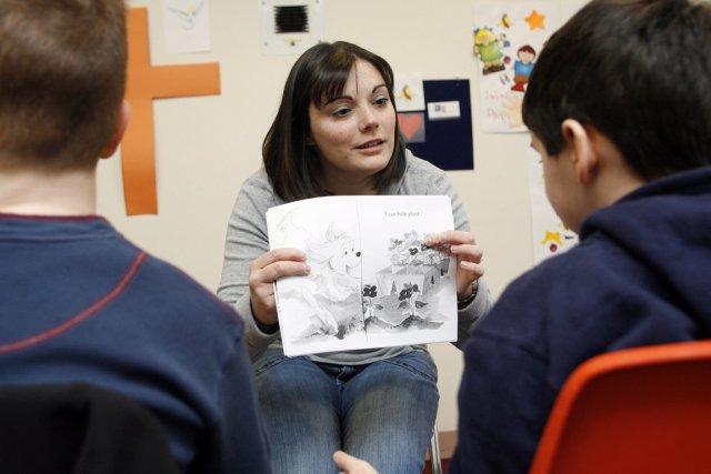 Jennifer Aldrich, éducatrice, lit une histoire à deux... (Photo tew Milne, AP)