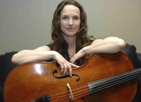 Jorane et son violoncelle sont inséparables, même en... ((Photo Michel Tremblay))