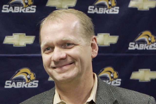 Le directeur général des Sabres de Buffalo, Darcy... (Photo : David Duprey, AP)