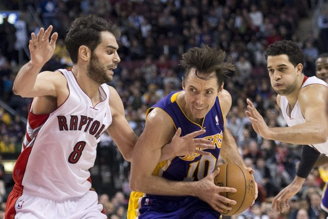 Jose Calderon (gauche) a marqué 22 points.... (Photo Nathan Denette, La Presse Canadienne)