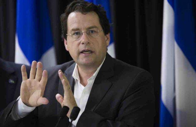 Le ministre responsable des Institutions démocratiques du Québec,... ((Courtoisie))