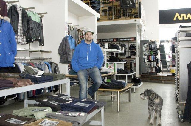 Francis Gagnon, un des propriétaires des  boutiques... (photo Stéphanie Mantha)