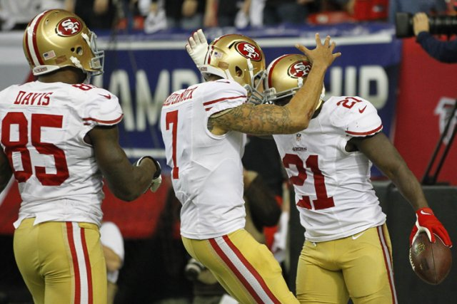 Tassez-vous, Joe Montana et Steve Young. Colin Kaepernick est en train de mener... (Photo: Reuters)