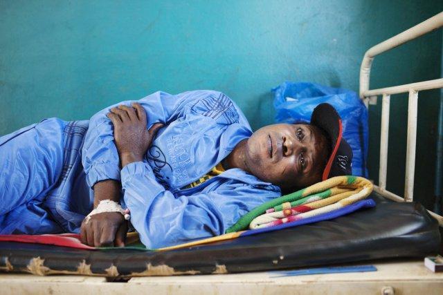 Maxwell Owura a été victimes d'une balle perdue... (PHOTO JOE PENNEY, REUTERS)