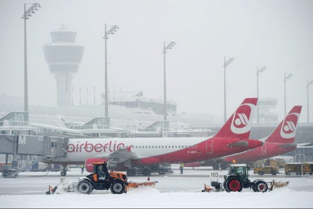 À Francfort, 325 vols au départ et à... (Photo AP)