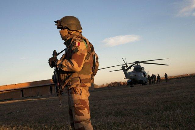 Sur le terrain, les 2150 soldats français présents... (Photo: AFP)