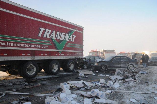L'un des camionneurs impliqués dans le carambolage survenu au kilomètre185 de... (Archives La Tribune, Yanick Poisson)