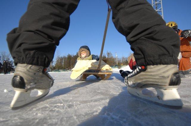 Les patineurs déçus de ne plus pouvoir s'exercer sur le corridor glacé qui... (Archives La Tribune)