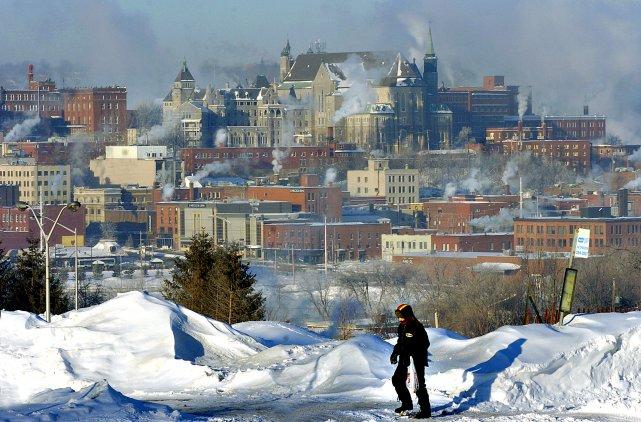 Une forte odeur de gaz naturel  flottant dans l'air de Sherbrooke provoque de... (Archives La Tribune)