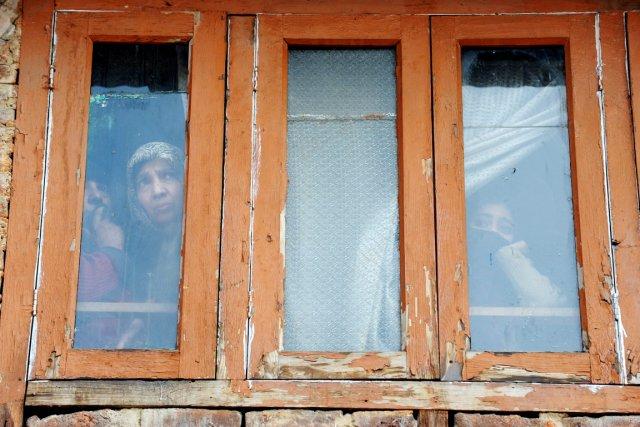 Des résidantes de Srinagar, capitale d'été du Cachemire,... (PHOTO ROUF BHAT, AFP)