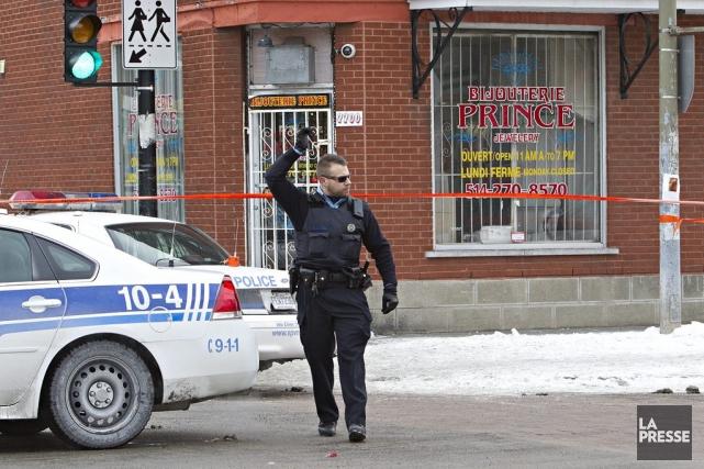 Un vol à main armée qui a mal tourné a fait trois blessés mardi après-midi dans... (Photo Patrick Sanfaçon, La Presse)