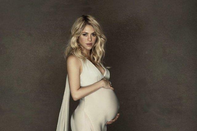 Shakira... (PHOTO AP)