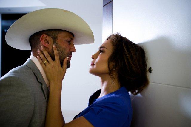 Jason Statham et Jennifer Lopez se donnent la... (Photo: fournie par Films Séville)