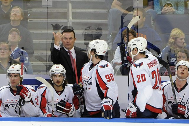Le nouvel entraîneur-chef des Capitals, Adam Oates.... (Photo: AP)