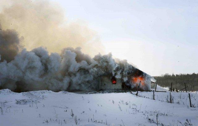 Le feu survenu près du 3997 chemin Saint-Pierre... ((Photo Jeannot Lévesque))