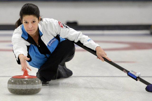 Une pierre de curling pèse 20 kilos.... (Photo Bernard Brault, La Presse)