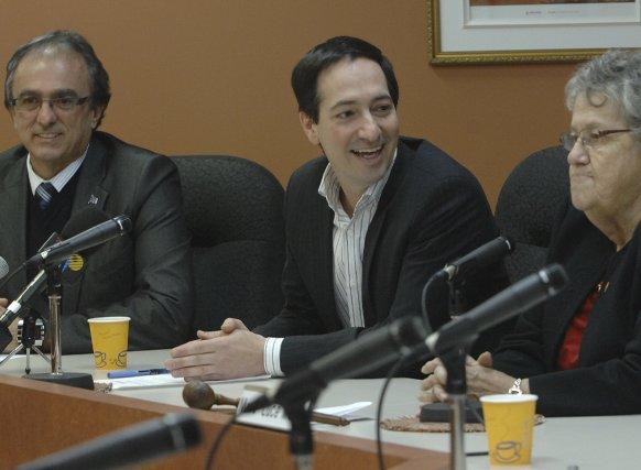 Jean-Marie Claveau, député de Dubuc; Stéphane Bédard, président... (Photo Michel Tremblay)
