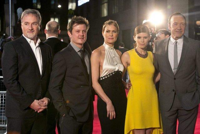 De gauche à droite, le directeur David Fincher... (PHOTO JOEL RYAN, AP)