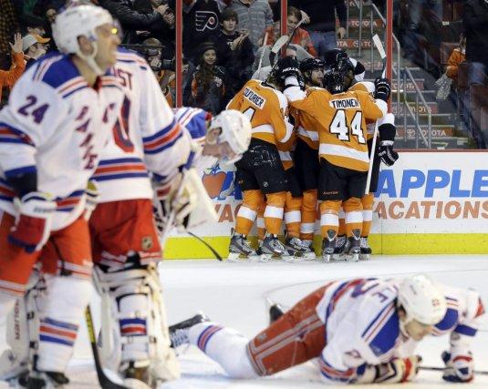 Les Flyers n'ont pas seulement évité d'amorcer une... (PHOTO MATT SLOCUM, AP)
