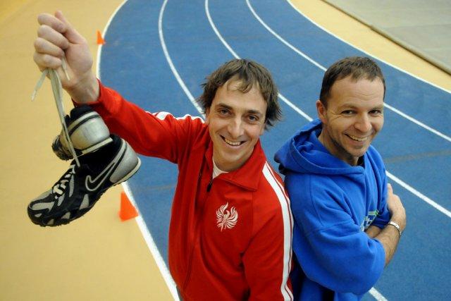 Les entraîneurs Pierre Thibodeau et Éric Chamberland ont... (Photo: François Gervais)
