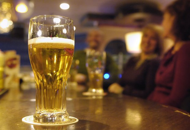 Deux chicanes distinctes dans des bars de la région priveront une jeune femme... (Archives La Tribune)